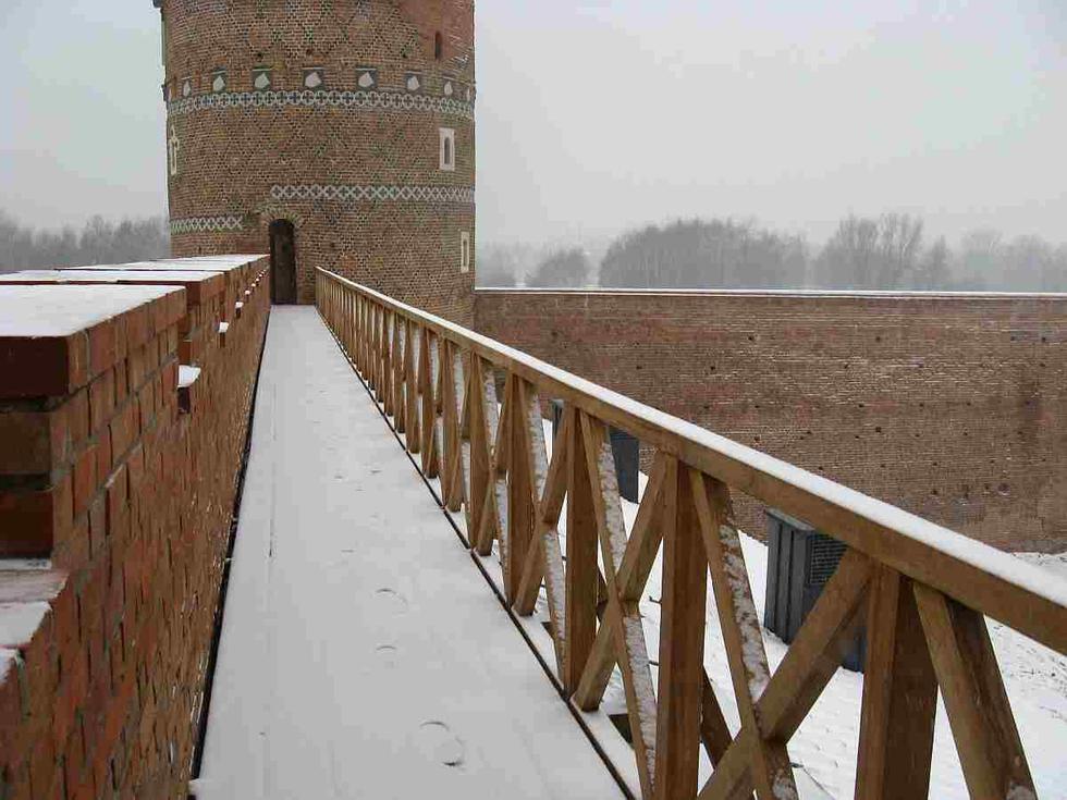 Zamek w Ciechanowie, przejście między basztami